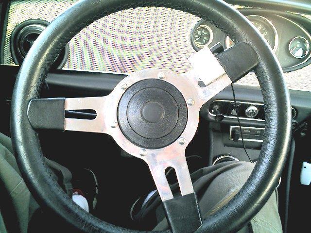 Shuffle_on_steering_wheel